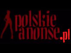 Польская любительница раздевается и мастурбирует на диване