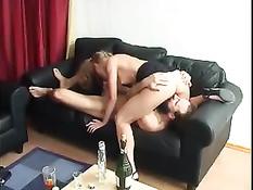 Вернувшись домой студентка обнаружила на диване пьяного папу