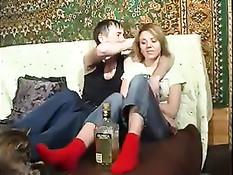 После выпитой полбутылки текилы папочке сильно захотелось секса