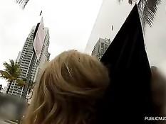 Молодая блондинка Алексис любит заниматься сексом за стеклом