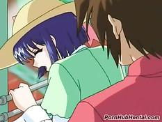 Парень долго ласкал возбуждённые розовые соски аниме девушки