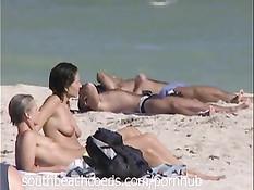 Горячие девушки загорают и гуляют топлес на пляжах Южной Флориды
