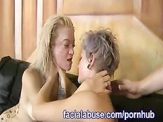 Грубый секс двух парней с двумя похотливыми шалавами с татуировками