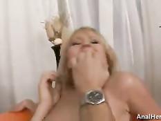 После недолгих уговоров блондинка согласилась на съемку в порно