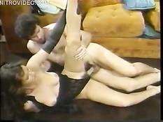 Ретро порно съёмки домашнего секса американской семейной парочки