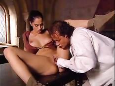 Историческое средневековое порно с красавицами в старинном замке