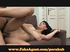 Нужда в деньгах заставила девчонку прийти на съёмки порно ролика