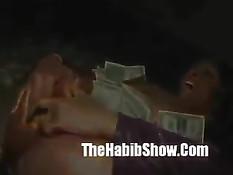 Большие сочные сиськи мулатки порадовали посетителей секс шоу
