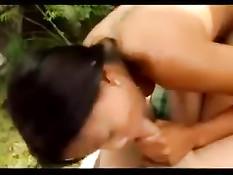 Тайская подружка Лили порадовала минетом состоятельного мужчину