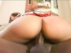 Сексуальная мулатка с большой задницей Pinky любит длинные члены
