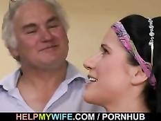 Муж импотент нанимает парня, чтобы тот отъебал его молодую жену