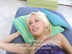 Аргентинки Debora и Vanina трахаются с парнем не забывая о страпоне