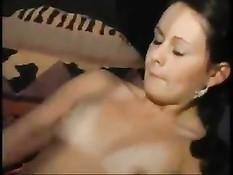 Немецкие любители свинга завязывают даме глаза и ласкают её киску