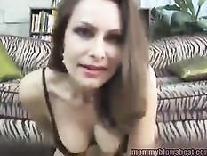 Зрелая порно актриса Nora Noir показывает технику глубокого горла