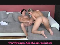 Дама с камерой ищет девушек и женщин для съёмок в порно роликах