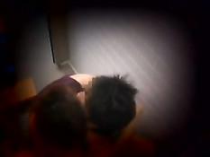 Два азиатских голубых парня занимаются любовью в тесном туалете