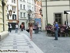 Чешские девчонки без комплексов ходят голышом шокируя прохожих