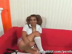 Узкоглазая девчонка мастурбировала на диване и отсосала негру член