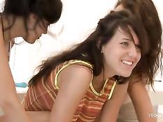 Три плохие девчонки вместе занимаются любовью на свежем воздухе
