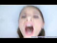 После минета худенькую тёлочку отодрали в киску и кончили на язык