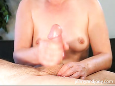 Умелая жена с маленькой грудью дрочит натёртый смазкой член мужа