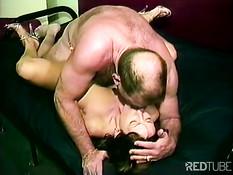 Пожилой мужчина отлизал сисястой жене и выебал в волосатую пизду