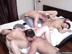 Русская молодёжь смотрит порнуху и занимается групповым сексом