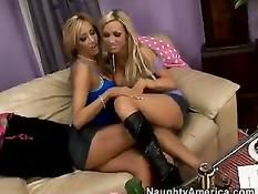 Порно ролик горячего секса двух блондинок Nikki Benz и Lexxi Tyler