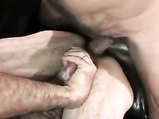 Два мускулистых гея начали с минета и перешли к анальному сексу