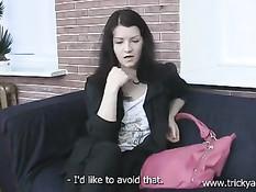 Милая русская брюнетка согласилась за деньги прийти порно кастинг