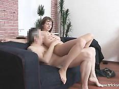 Мужик спас от дождя студентку Марию и уломал её на порно съёмку