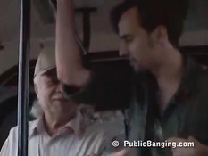 Публичный секс питерской пары на глазах у пассажиров автобуса