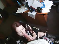 Альбина пришла в контору по делу, но пришлось трахаться с парнем