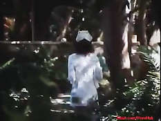 Порно актриса Linda Lovelace заглатывает хуй парня по самые гланды