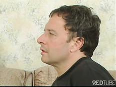Мужчина отшлёпал рыжую суку по заднице, пока она не покраснела