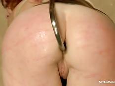 БДСМ, жёсткий секс и порка рыжей женщины с татуировками на теле
