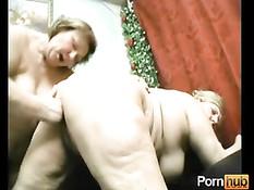 Жёсткие сексуальные игры двух старых толстых лесбийских подруг