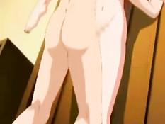 Сексуальная девушка с розовыми волосами мастурбирует на кровати