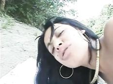 Латиноамериканская девка Angela Fufa ебётся с парнем в джунглях