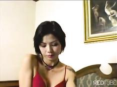 Чёрный парень в разных позах трахал молодую тайскую проститутку