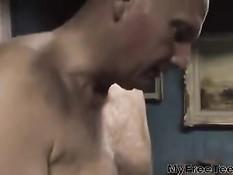 Юная нимфоманка с косичками занимается сексом с лысым мужчиной