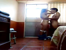 Латинский парень включил видеокамеру и снял любительское порно