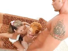 Жёсткий анальный секс со страпоном с двумя русскими девчонками