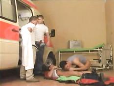 В этом медицинском учреждении доктора геи ебутся с пациентами