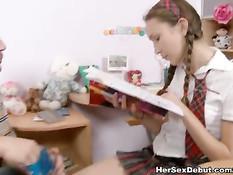 Русская девка с косичками оттрахана во время занятий с репетитором