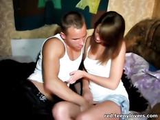 Молодая русская любовница делает минет и получает член в киску
