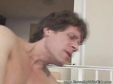 Развратную жену с торчащими сосками отъебали в присутствии мужа