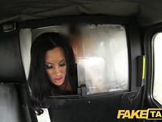 За проезд в этом такси молодой брюнетке пришлось заплатить телом