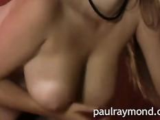 Тёлка в сетчатых чулках Yuki Kori играет со своей большой грудью
