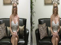 Блондинка в очках Blake Rose делает минет и трахается в 3d порно